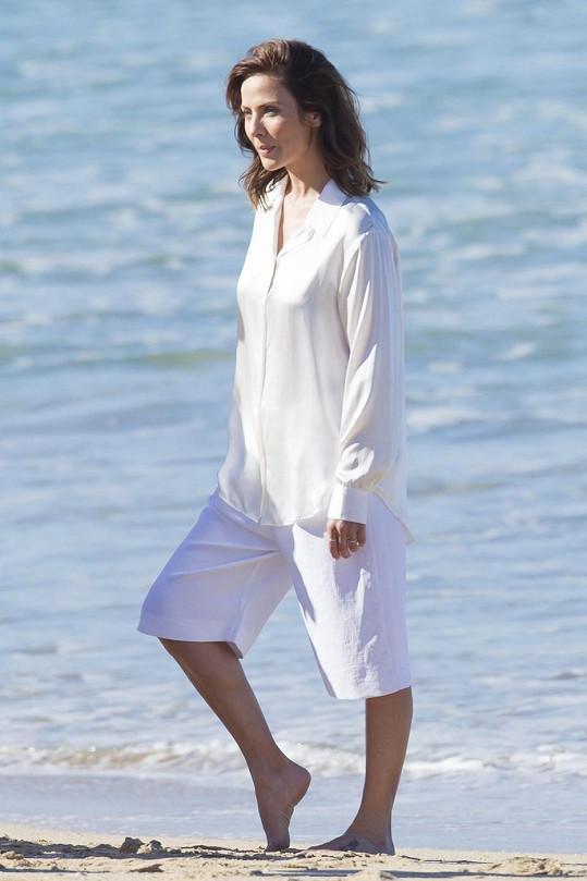 Natalie pózovala na pláži.