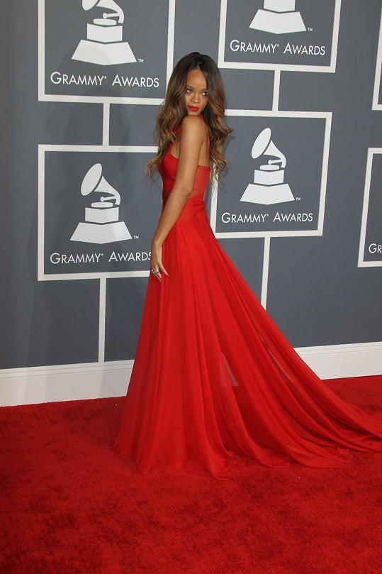 Rihanna na předávání hudebních cen Grammy.