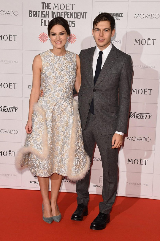 Keira Knightley tvoří s manželem krásný pár.