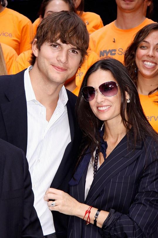 Demi Moore a Ashton Kutcher se rozvádějí.