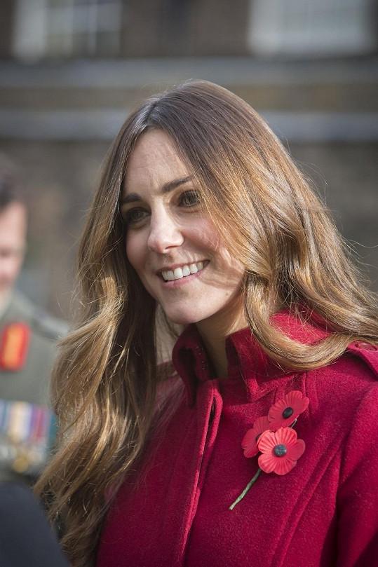 Kate nedávno svým účesem a šedinami neoslnila.