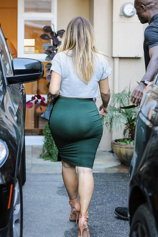Kim Kardashian má statné pozadí.