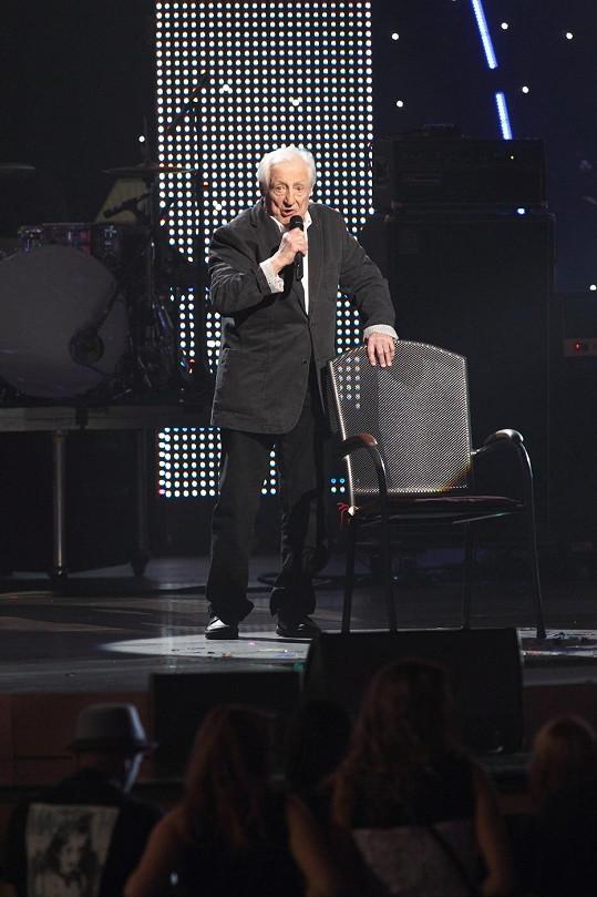 Na zpěvákovi bylo vidět, jak těžce je nemocen.
