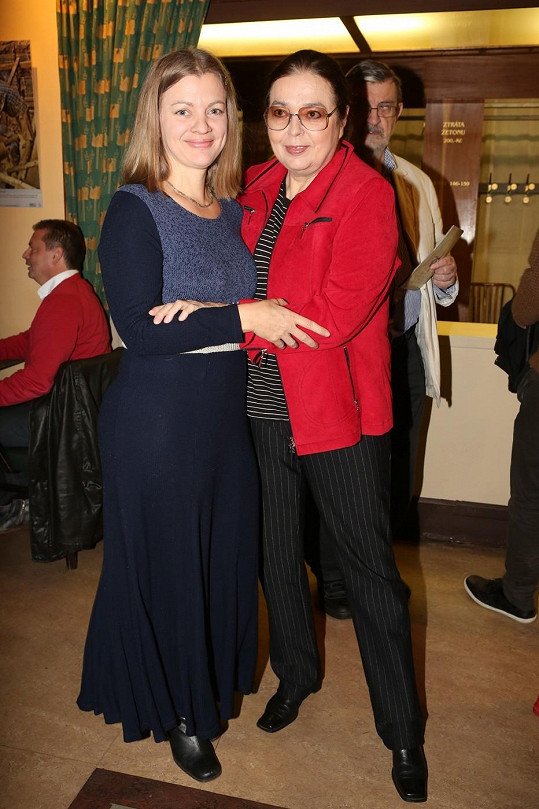 Barbora s maminkou Emmou, po které zdědila lásku k malování.