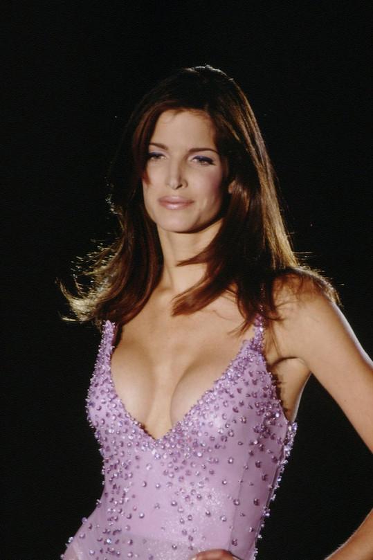 Nádherná Stephanie Seymour v roce 1995.