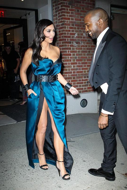 Kim Kardashian si vybrala šaty u Lanvina.
