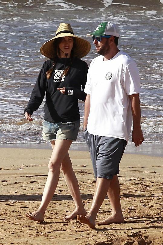 Vánoce trávil Sandler na Havaji. Na snímku s manželkou Jackie.