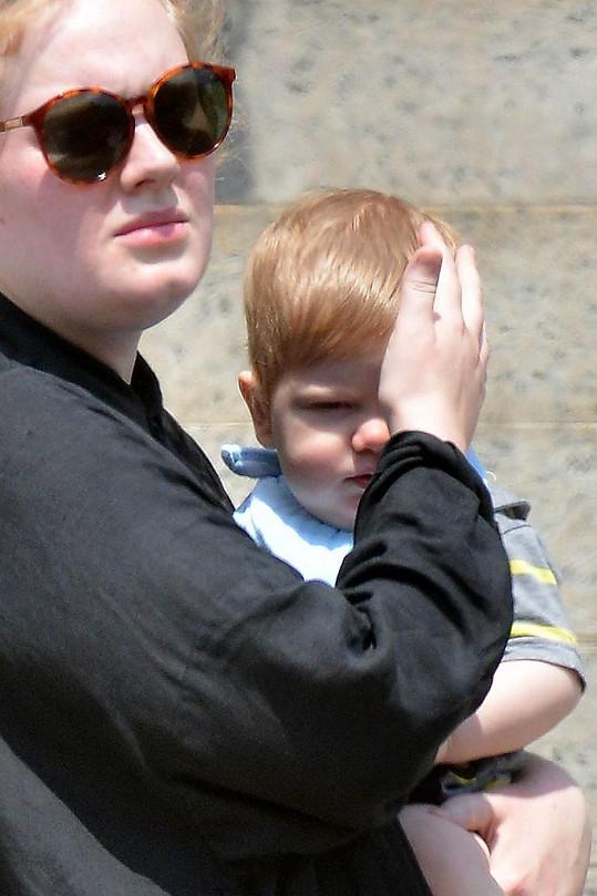 Adele syna urputně skrývala, přesto pár fotek vzniklo.