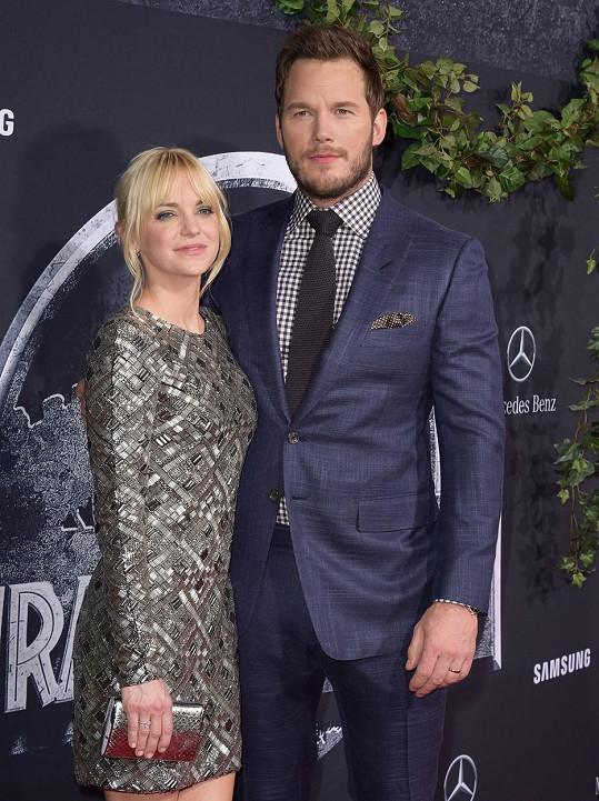Chris Pratt na premiéru dorazil s manželkou Annou Faris.