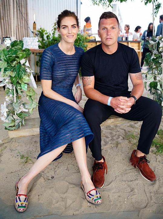 Sean Avery a Hilary Rhoda si po pěti letech bouřlivého vztahu slíbili věrnost navždy.