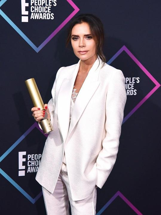 Victoria Beckham se od skupiny trhla a věnuje se výhradně návrhářství a své značce oblečení a kosmetiky.