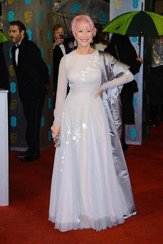 Okouzlující Helen Mirren na cenách BAFTA 2013.
