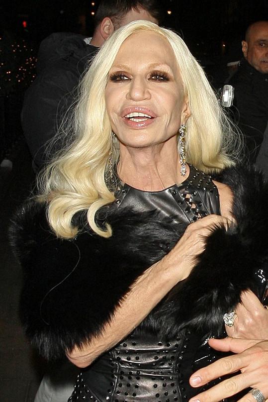 Italská návrhářka se účastnila večírku v hotelu Claridge's.