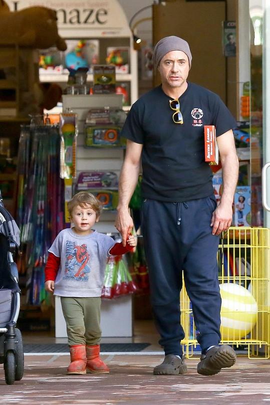 Hollywoodská hvězda se synem Extonem Elliotem.