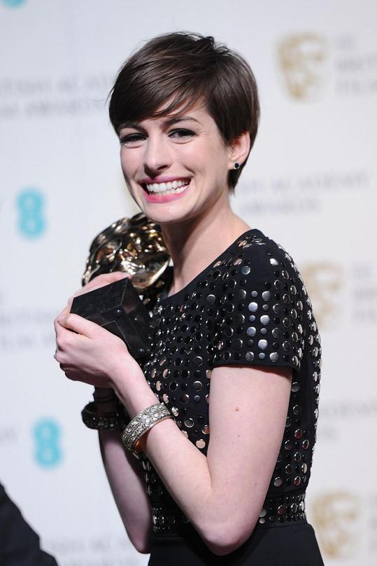 Anne Hathaway jako nejlepší herečka ve vedlejší roli v Bídnících.