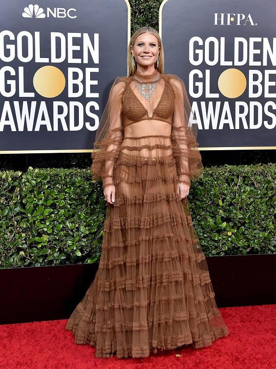 Gwyneth Paltrow se snažila zaujmout dekoltem, ale byla shledána jednou z nejhůře oblečených dam večera.