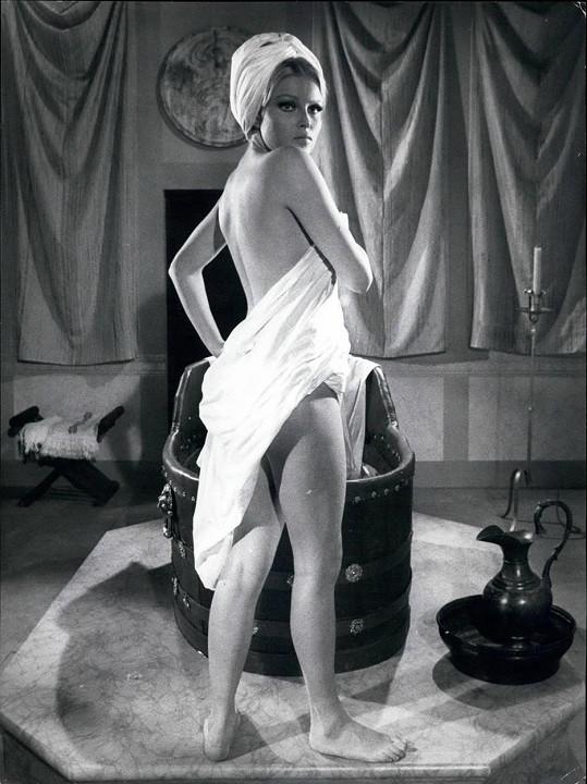 Ve filmu Její pomsta (1968) se koupala nahá....