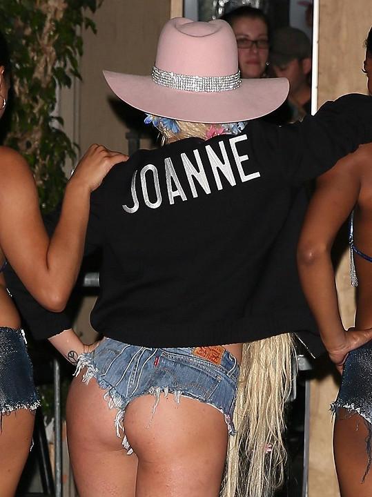 Lady Gaga na sobě hodně zamakala.