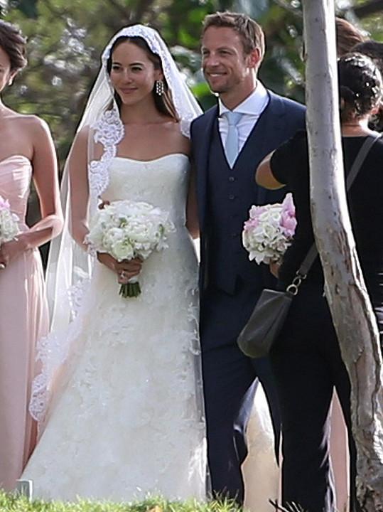 Jenson Button a Jessica Michibata během jejich loňské svatby na Havaji