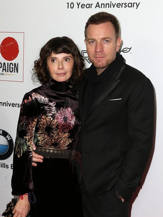 Ewan s odloučenou manželkou Eve Mavrakis