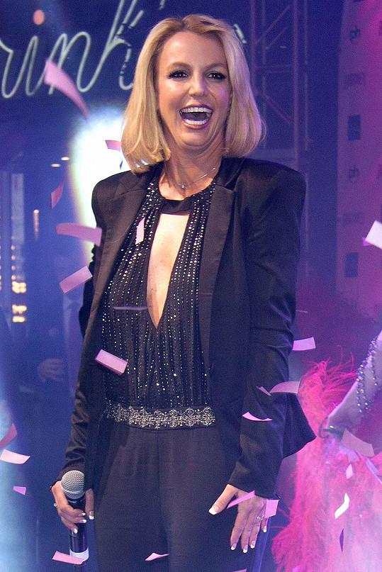 Britney Spears doslova září.