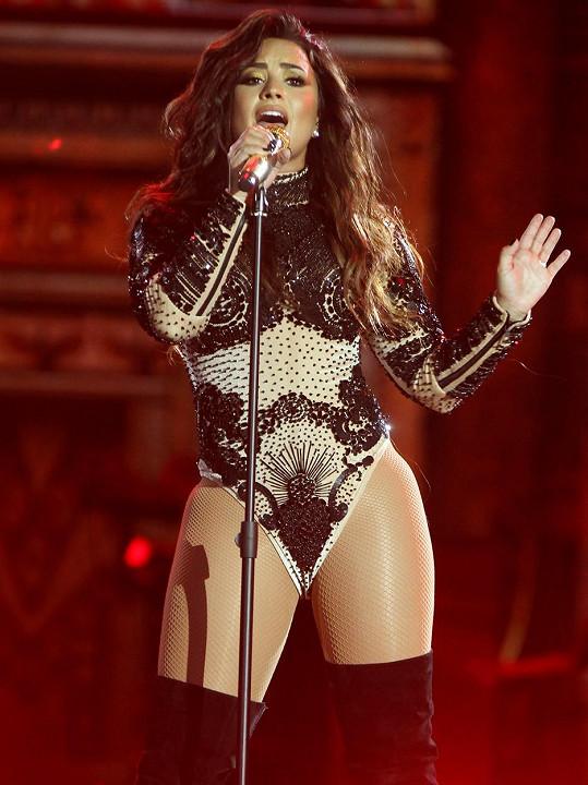 Demi Lovato předvedla žhavou koncertní show.