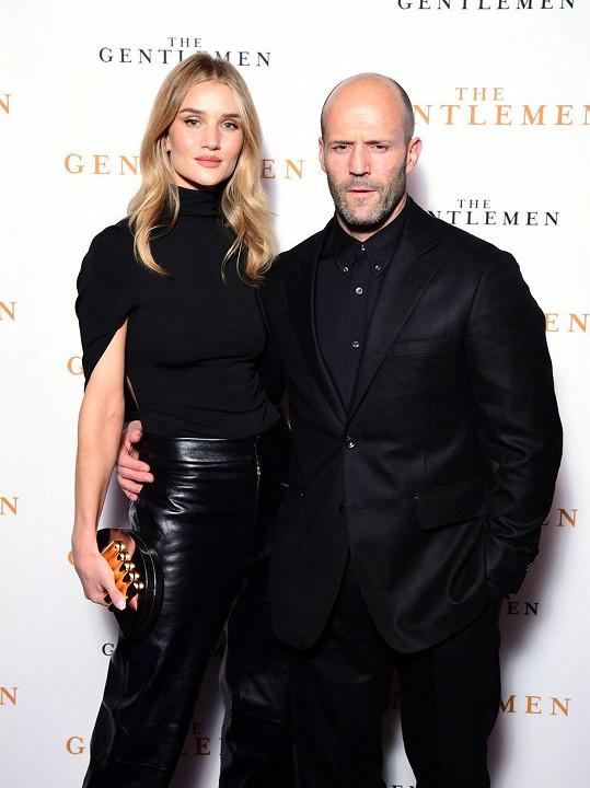 S herecem Jasonem Stathamem tvoří pár už 11 let. Mají spolu syna Jacka.