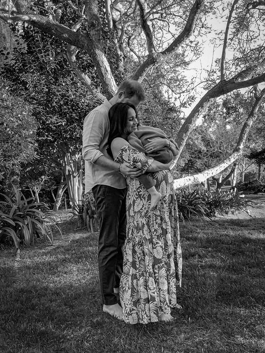 Fotograf Misan Harriman se podělil o dojemný snímek z focení Harryho a těhotné Meghan s Archiem.