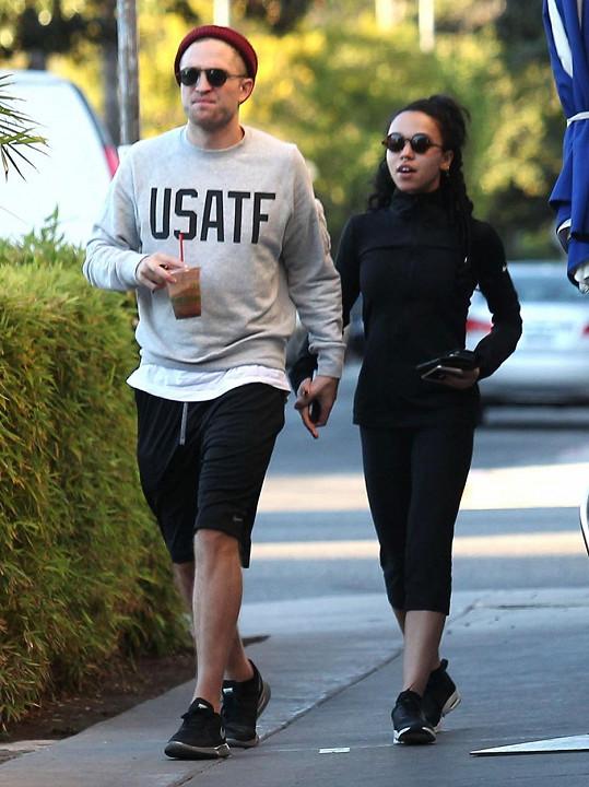 Robert Pattinson se svou snoubenkou