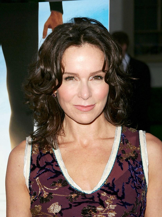 Po 19 letech manželství se rozvádí s hercem Clarkem Greggem.