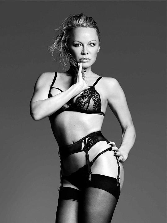 Momentálně propůjčila své sexy tělo reklamní kampani luxusní značky spodního prádla Coco de Mer.