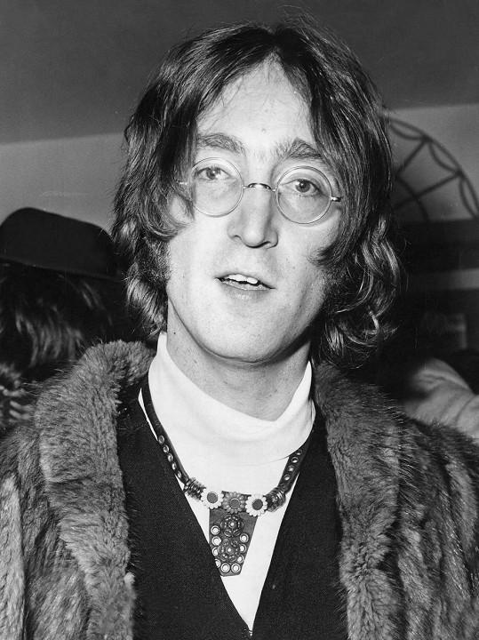 John Lennon byl zavražděn ve svých 40 letech. Jeho muzika je mimo jiné dodnes využívána ve filmech a televizních show, i proto obsadil 9. příčku s výdělkem více než 283 miliónů korun.