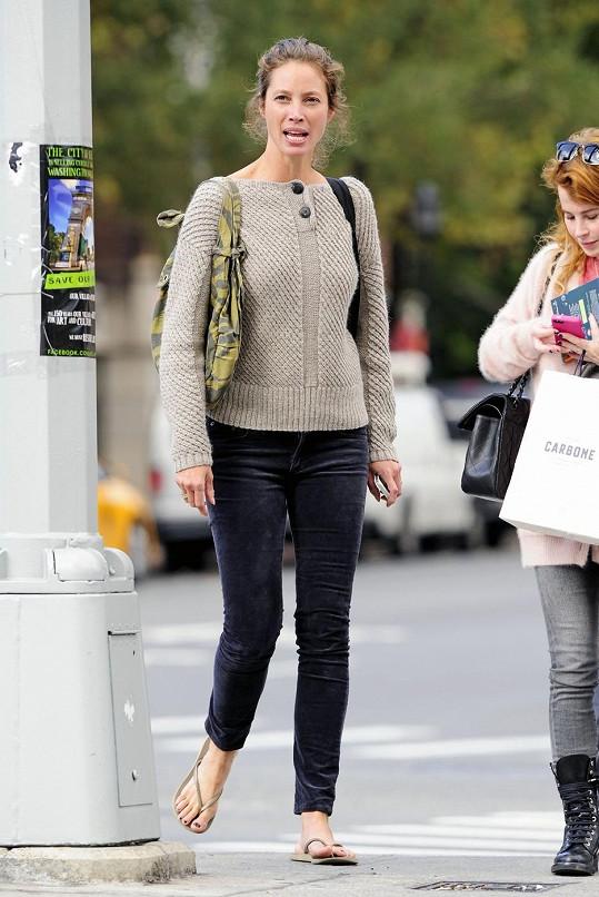 Ležérní Christy Turlington v ulicích New Yorku