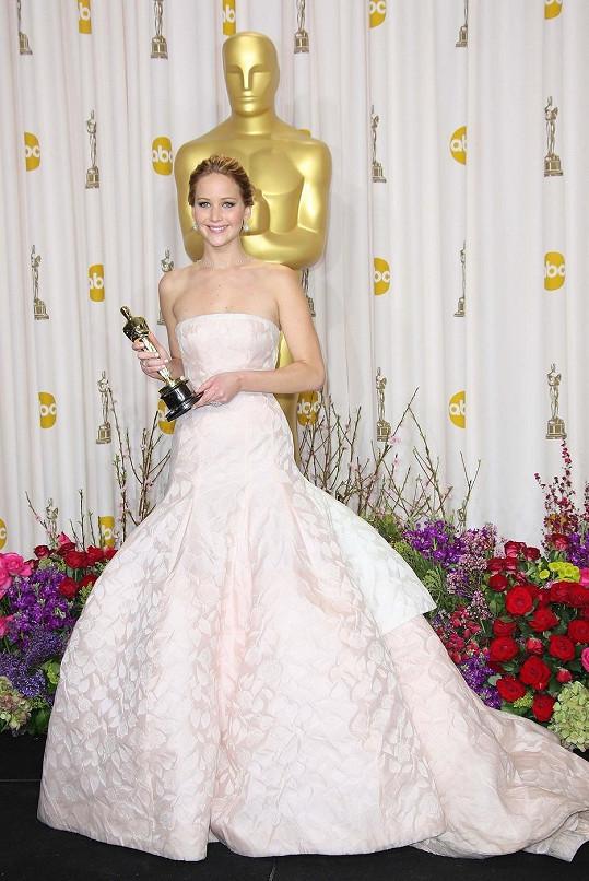 Takhle to mladé hvězdě slušelo na předávání Oscarů.