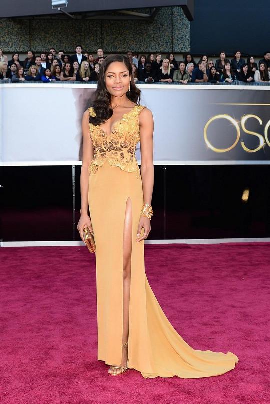Naomie Harris na galavečeru k předávání Oscarů.