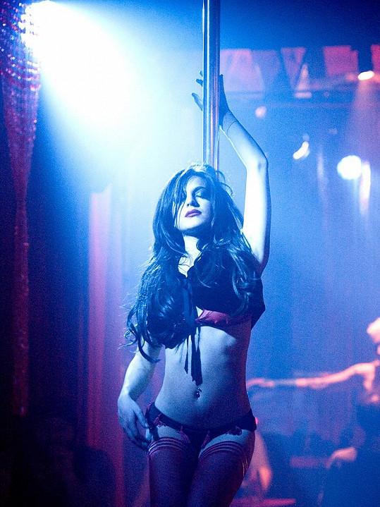 Než si definitivně zavřela dveře jako herečka, ztvárnila Lindsay Lohan striptérku v thrilleru Vím, kdo mě zabil. Ne že by se jednalo o nějak zvlášť úspěšný snímek, ale pohled na Lindsay v prádle nebyl vůbec špatný.