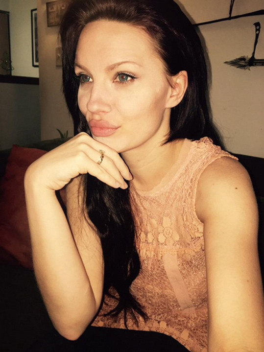 Melissa Baizen je Angelině Jolie opravdu výrazně podobná.