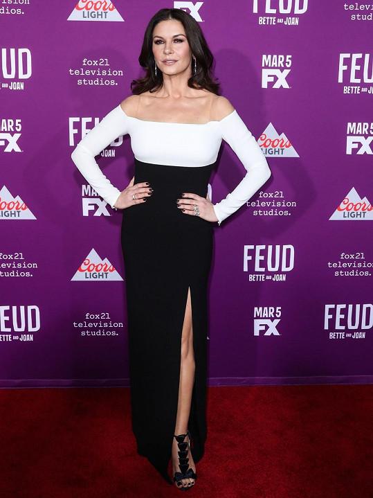 Catherine Zeta-Jones se poranila při zdobení domu.