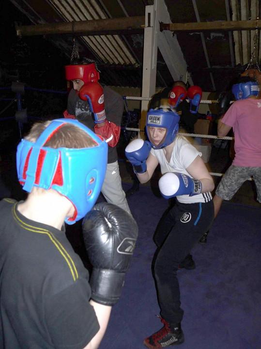 Emily se kickboxu věnuje od čtrnácti let, později přibyl i wrestling.