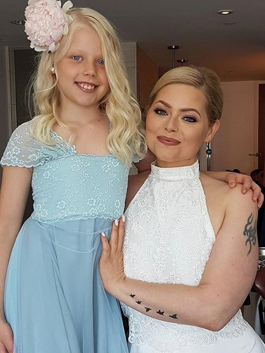 Evelyn vypadala jako nevěsta skvěle.