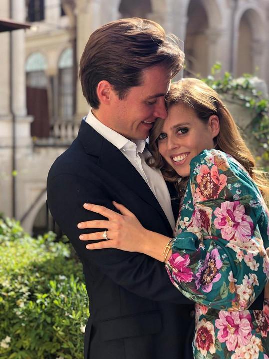 Princezna Beatrice a Edoardo Mapelli Mozzi budou v příštím roce kráčet k oltáři před zraky celé Velké Británie.