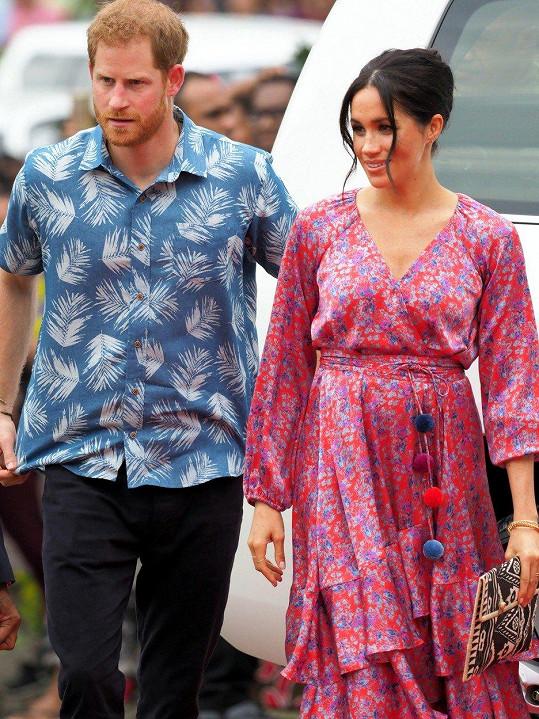 Harry a Meghan mají na Fidži napilno.