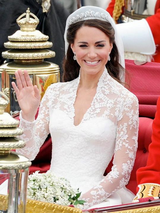 Tiáru od Cartiera jí zapůjčila sama královna.