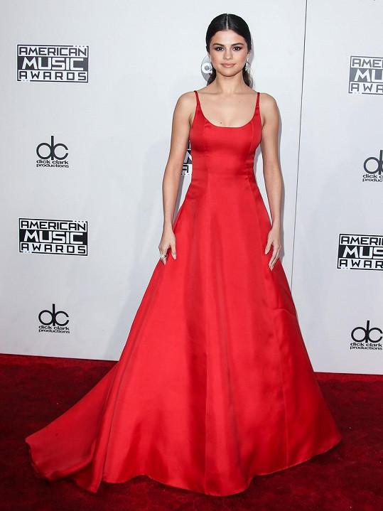 Gomez se stala na American Music Awards zpěvačkou roku v kategorii Pop/Rock.