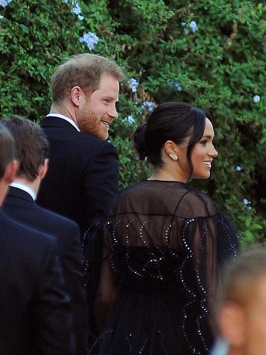 Vévodkyně oblékla luxusní šaty.
