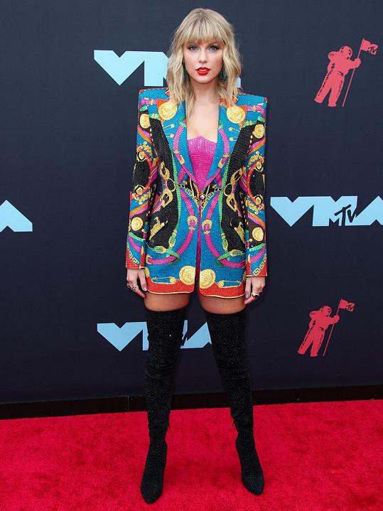 Taylor Swift dostala fanoušky rekací na žhavé vystoupení kolegů...