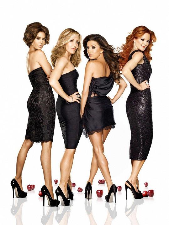 Zleva Teri Hatcher, Felicity Huffman, Eva Longoria a Marcia Cross jako Zoufalé manželky
