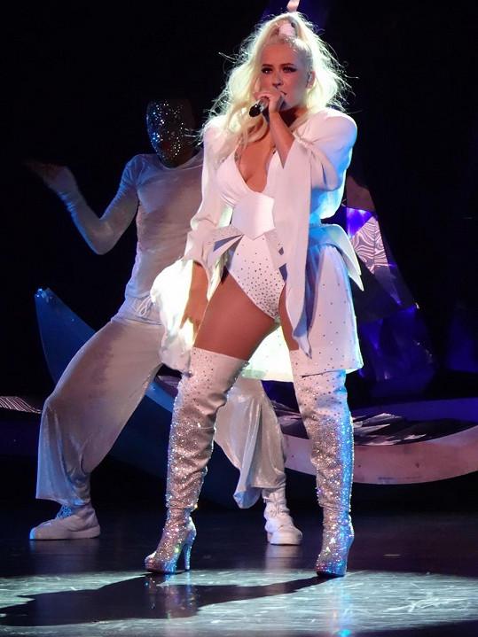 Christina Aguilera na vystoupení.