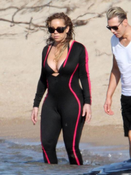 Mariah umocnila své ženské tvary.