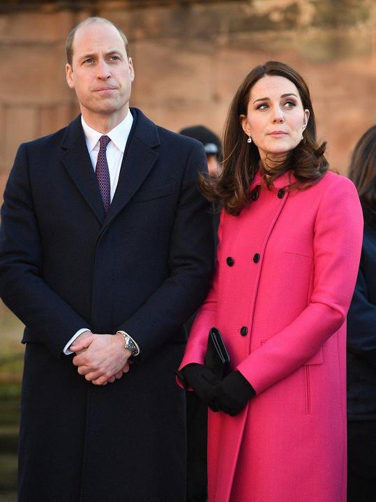 Kate oblékla stejný kabát na návštěvu města Coventry.